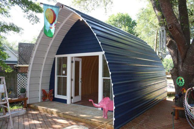 Prefab arched cabin