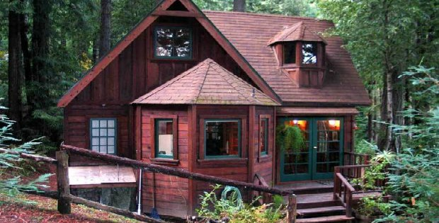 Romantic Redwood cabin