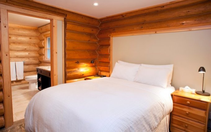 Beachfront log cabin bedroom