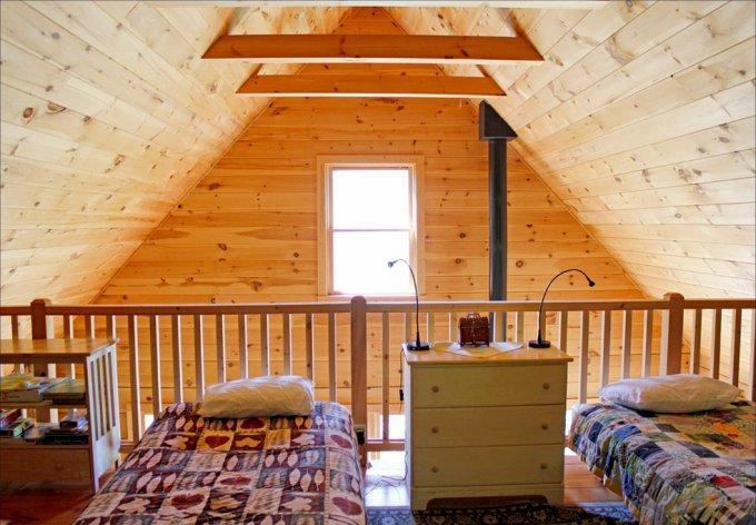 Peaceful rustic log cabin loft
