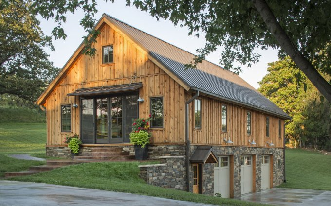 Cozy barn style home cozy homes life for Barn style house