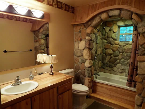 Cabin by the lake bathroom