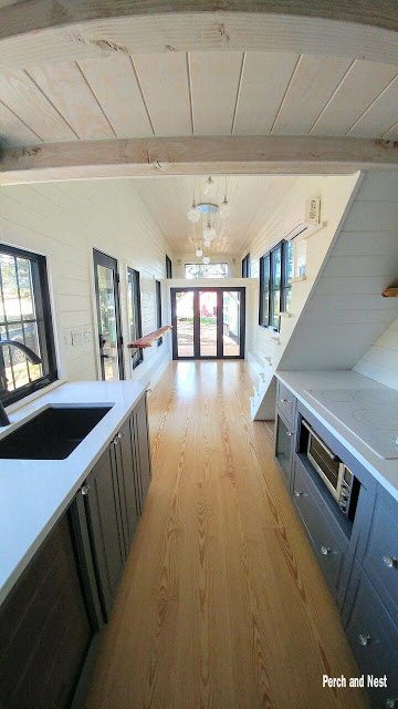 Modern Tiny House Interior: Modern Cozy Tiny House On Wheels