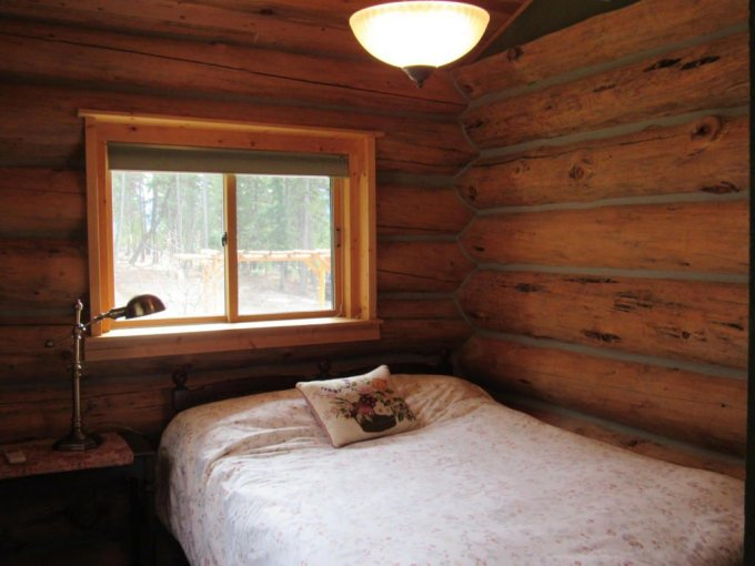 Montana log cabin bedroom