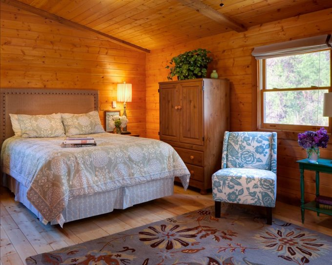 Nice cabin bedroom