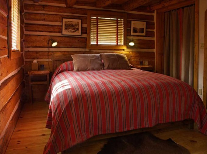 Hot springs cabin bedroom
