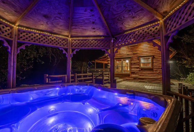 Secluded log cabin hot tub