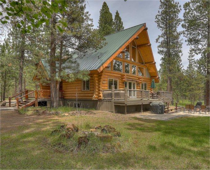 Log cabin in Oregon